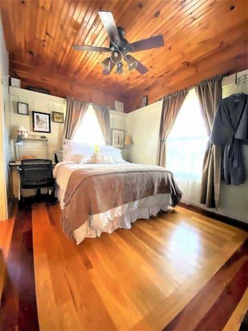 2 Bedroom Suite, Cabin living at Murfreesboro TN