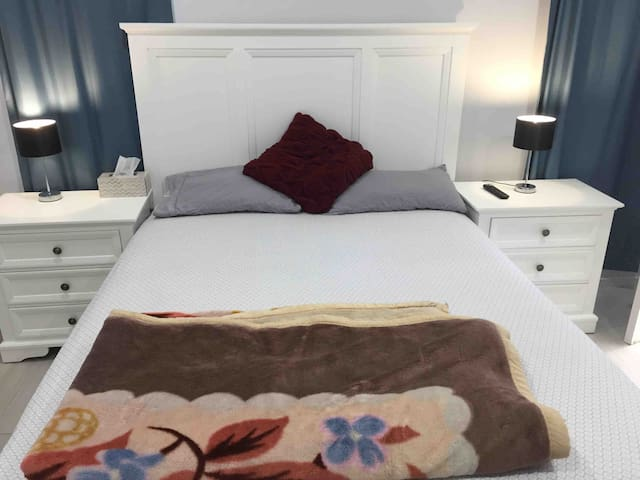 Modern private room available for stay queen bed
