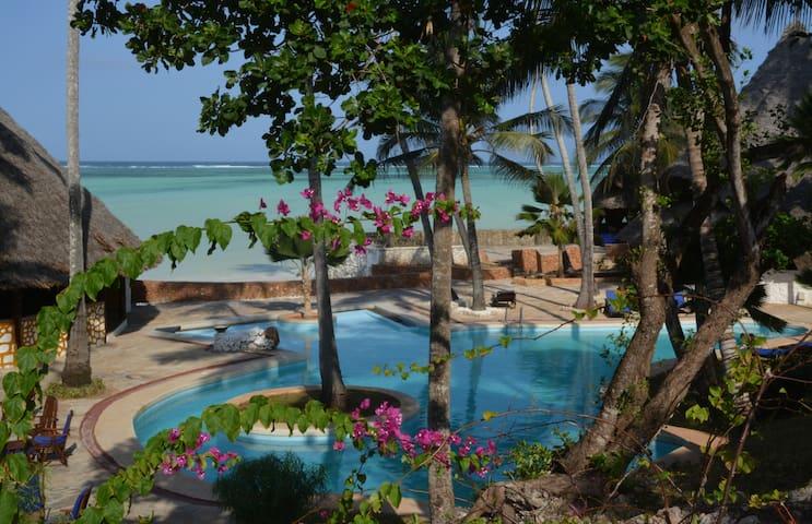 Coral Reef Garden Bungalows - Pwani Mchangani - Bungalow
