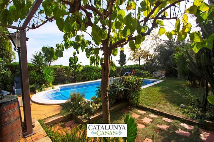 Joyful Costa Dorada getaway for up to 18 guests, just 2km from the beach! - Costa Dorada - Villa