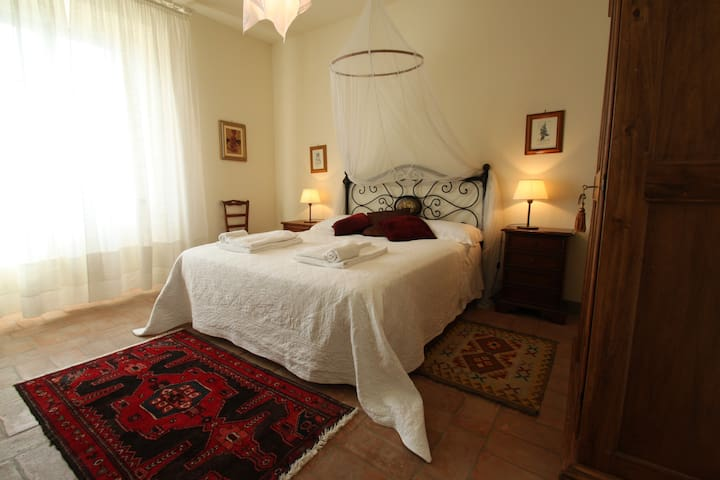 Nice & Spacious 4 People Apartment - Poggibonsi - Apartment