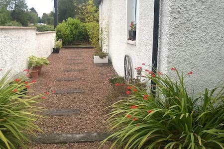 Private entrance. Skye Cottage, Solsgirth, Dollar.