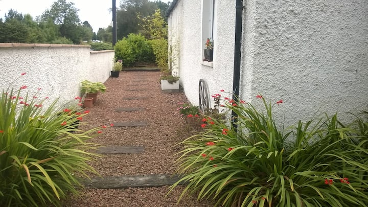 Private entrance. Skye Cottage, Solsgirth, Dollar.