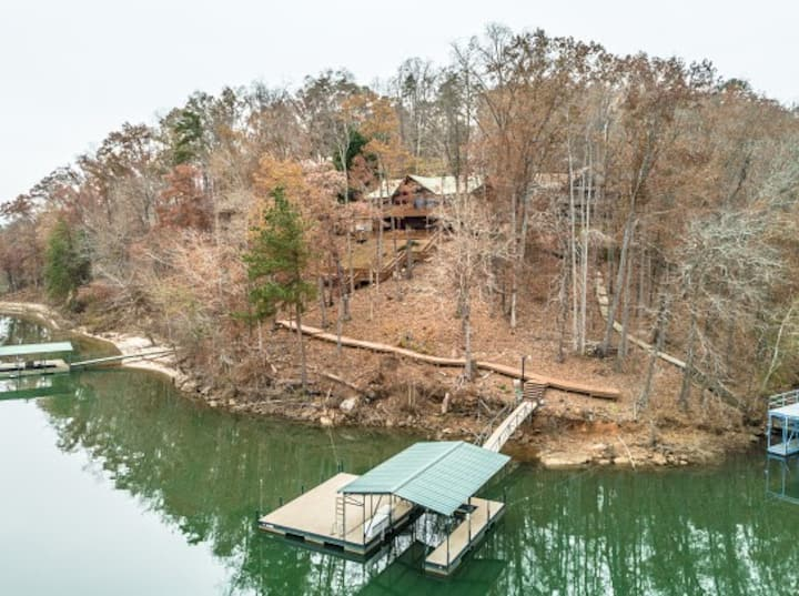 Lake Hartwell Mountain Home with Views and Dock
