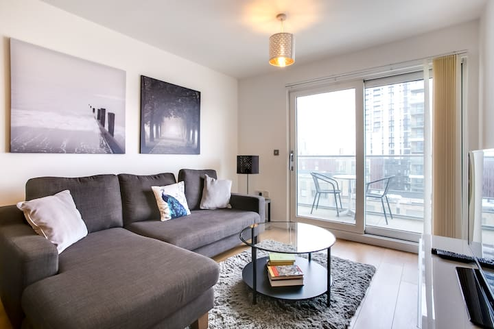 Modern 2Bed w/Balcony Overlooking Thames nr the O2