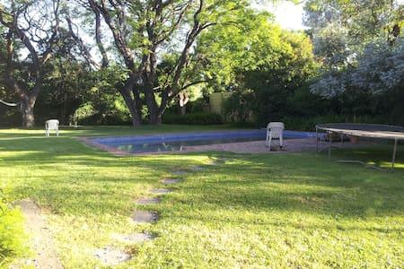 casa con gran jardín y pileta - Boulogne - Huis