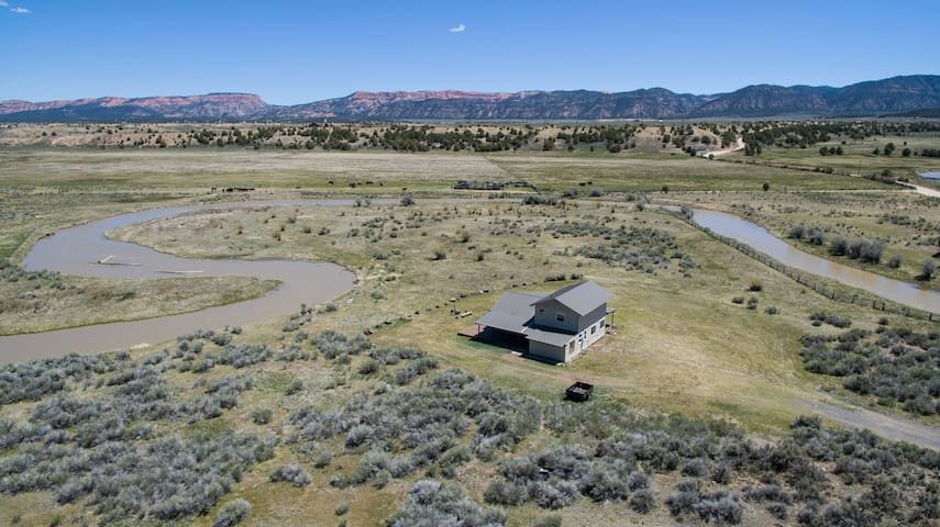 Secluded Luxury Riverfront Ranch on 9 Acres between Bryce Canyon & Zion