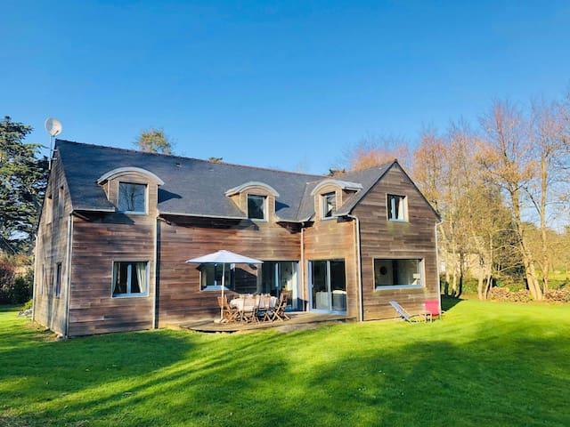 HOUSE 160m2/10 PERS/5 BEDROOMS/WIFI/SEASIDE 5 MIN