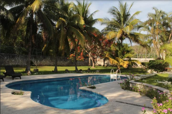 Private Villa in Cancún with pool and garden!    T