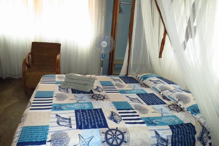Sunrise cottage: bedroom 2 with double bed and single bed