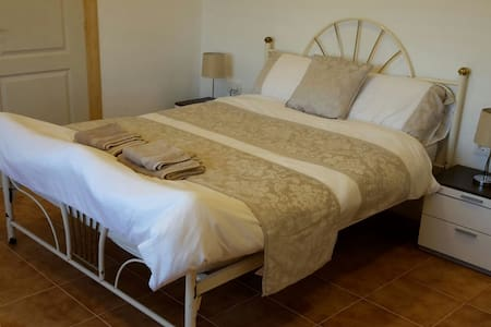 Double en-suite room2 at Casa James - Salinas