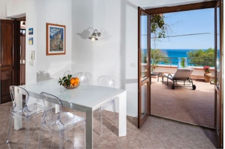 Holiday Taormina Apartment next to the beach