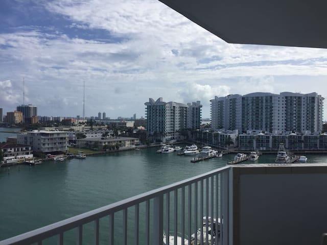 Amazing private room and bathroom Miami Beach