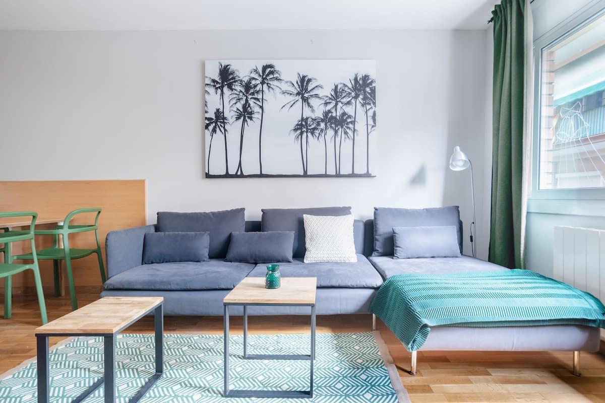 Bright, Trendy Apartment in Sants
