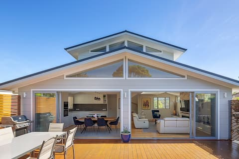 Stunning home minutes to North Narrabeen beach.