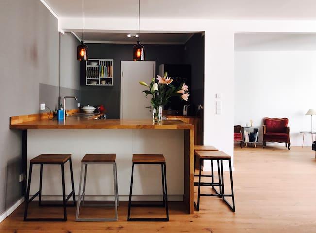 Schönes, sehr ruhiges Zimmer in zentraler Lage.