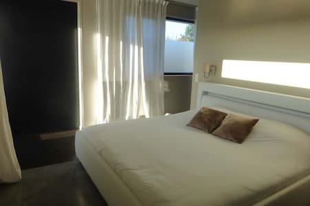 Maison moderne, chambre et salle de bain privative - Villeneuve-d'Ascq - Bed & Breakfast