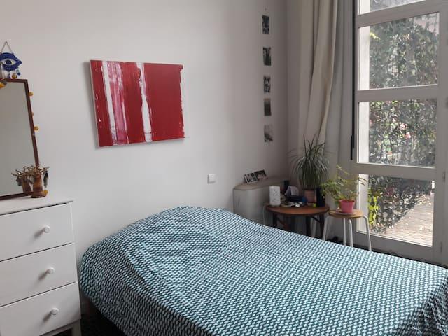Quiet room in loft / Chambre calme dans loft