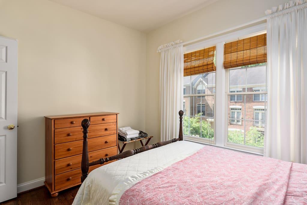 Peaceful Room, Full 2
