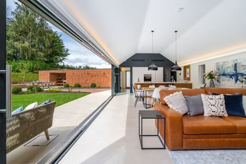 NEW Luxury Country Living for Family & Friends