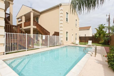 Escape#5 1st Floor, Sleeps 9, Close to Beach, Pool - South Padre Island