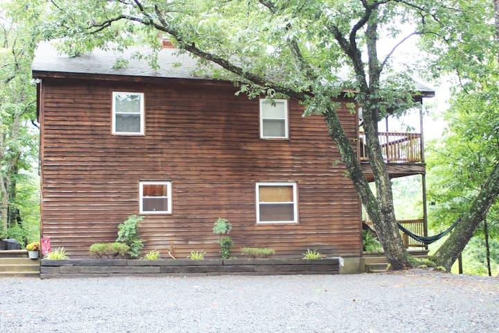 Fox Den Ridge Cabin