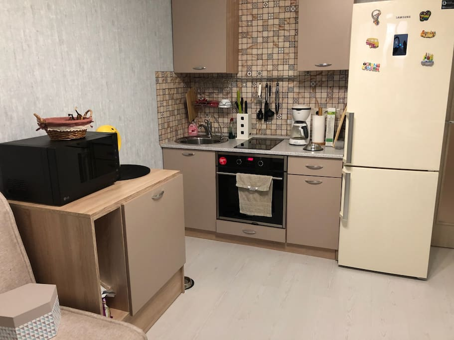 небольшая кухня где есть все