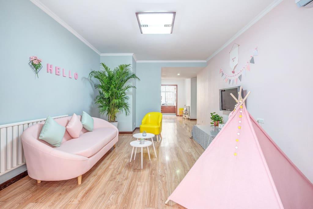 客厅 ★三人位沙发一张★单人位沙发一张★粉色帐篷一顶