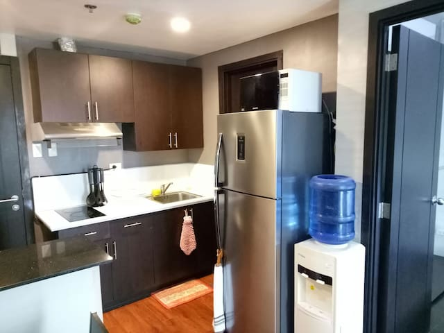Near BGC Home Sweet Home (sleeps 4)