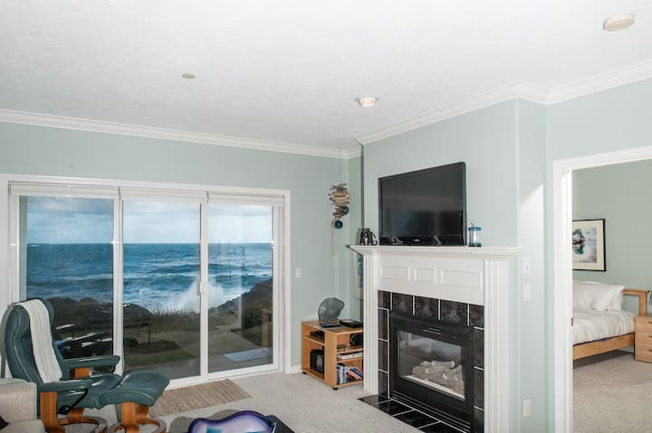 Sea For Two - Oceanfront Condo - HDTV & Fireplace