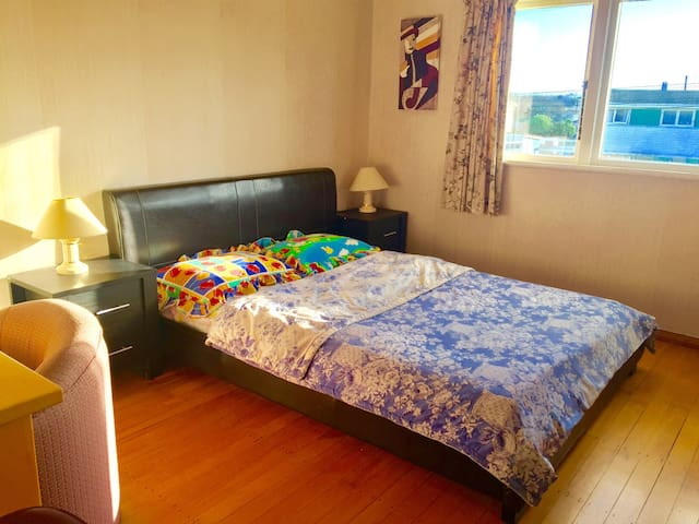 B,Quiet room nearby Whanganui river, wifi