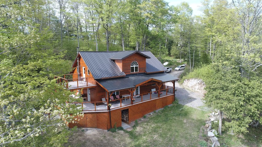 The Frontenac: A Curated Cottage Retreat