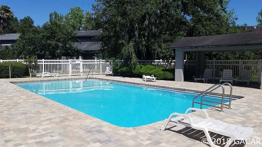 Updated Gainesville 3 /2 Townhouse with pool
