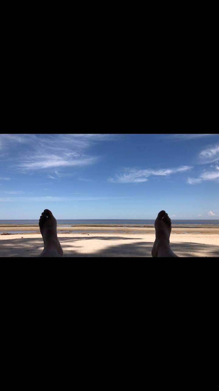 Leinad 1  a media Cuadra de la playa