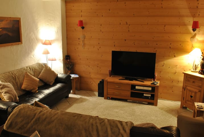 3 Bedroom Chalet in the centre of Les Allues - Les Allues - Chatka w górach