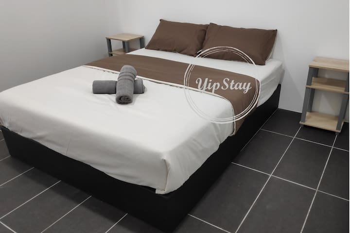 YipStay 102 | Budget Double Room | 2 pax