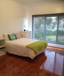 """""""Home away from Home"""" - Ideal for longer visits - Maribyrnong - House"""