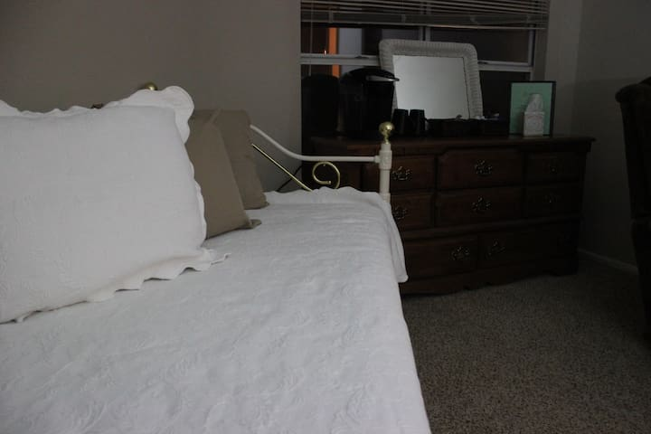 Cozy Stay Near Airport! - Greenville - Apartamento