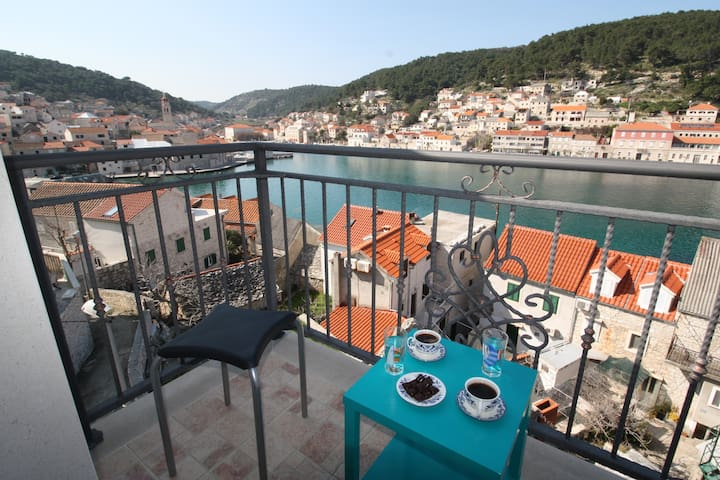 Beautiful apartment for 4 near sea and beach - Pučišća - Appartement