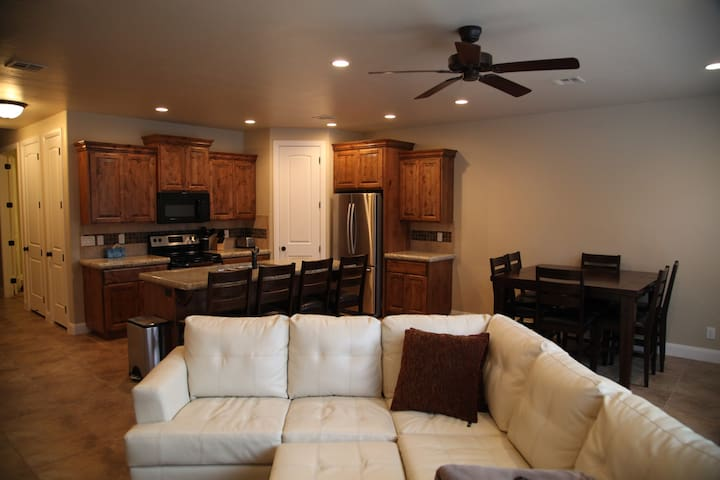 Coral Ridge 4 br 2.5 bath Condo - Washington - Condominium