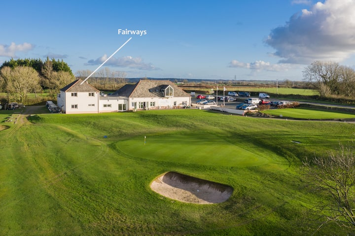 Fairways View, Group Golf Apartment in West Wales