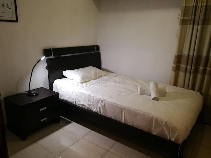 Dormitorio cama matrimonio(135x200)en el centro!