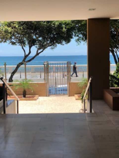 Apartamento amplo em frente ao mar/ Farol da Barra