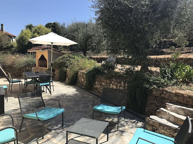 Relaxing villa near the sea, nice terrace & garden