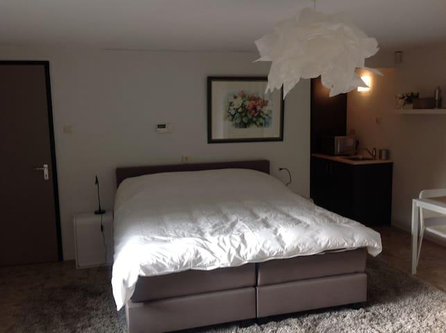 Riant appartement op unieke locatie,veel privacy. - Emmen - Apartemen