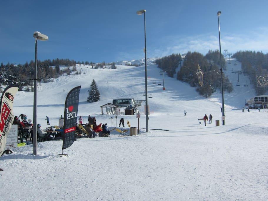 Départ des pistes de ski à 50 m
