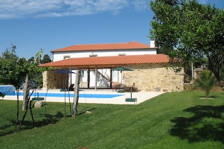 Casa de Castanheiros - Rebordões (Souto)