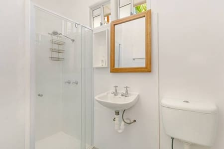Private Double & bathroom at Intercity Guest House