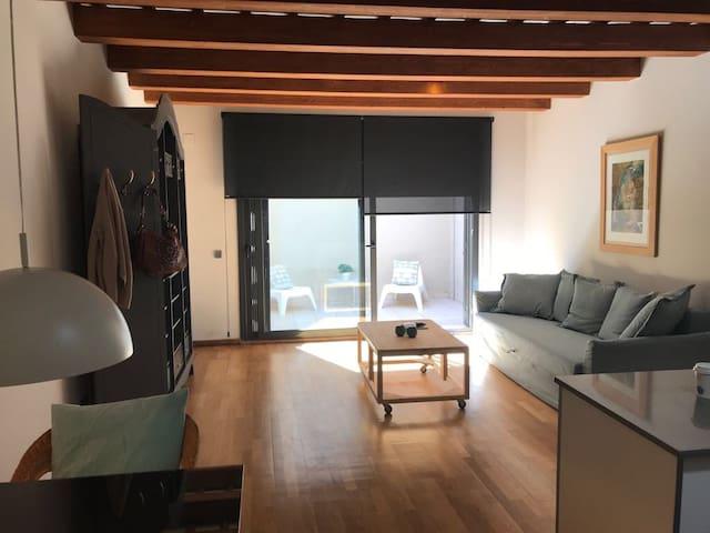 Sala d'estar amb cuina oberta