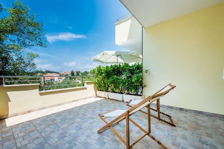 Terrace furnished for sunbathing